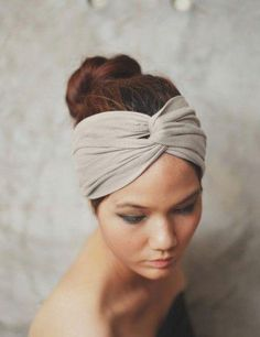 DIY No-Sew Turban Style Workout Headband - Sew-tastic - Hair Accessories Sewing Hacks, Sewing Tutorials, Sewing Patterns, Sewing Projects, Baby Turban, Turban Headbands, Winter Headbands, No Sew Headbands, Flower Headbands
