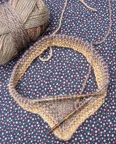 Marions Strick- und Bastel Kate: Überziehschal in Brauntönen – Crochet models Baby Knitting, Crochet Baby, Knit Crochet, Baby Tie, Budget Envelopes, Thread Art, Neckerchiefs, Knitted Headband, Handicraft