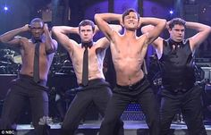 Tell me you saw JGL dancing like this on SNL last night. (LOL at Bobby Moynihan in the background)