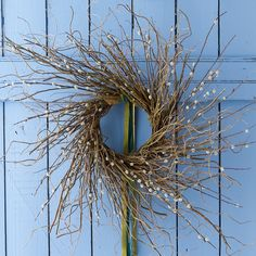 A textured blend of curly willow and budding pussy willow branches pairs with soft moss to create this springtime wreath, each one hand-crafted in Pen Willow Wreath, Twig Wreath, Curly Willow, Willow Branches, Outdoor Wreaths, Easter Wreaths, Wreaths For Front Door, Fresh Flowers, Planting Flowers