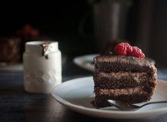τούρτα σοκολάτας με βουτυρόκρεμα και γκανάζ, chocolate cake Chocolate Cake, Food And Drink, Desserts, Recipes, Chicolate Cake, Tailgate Desserts, Chocolate Cobbler, Deserts, Chocolate Cakes