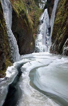 Frozen Falls in Columbia River Gorge, Oregon. I love Oregon! Beautiful Waterfalls, Beautiful Landscapes, Perfect Day, Les Cascades, Columbia River Gorge, Oregon Travel, Winter Scenes, Amazing Nature, Belle Photo