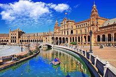 Plaza de España, Seville, Spain  // Plan your perfect Trip on www.exploya.com // #exploya #wanderlust #bucketlist #takemethere #travellife #traveladdict #traveltheworld #travelphotography #travelpics #travelphoto #inspiration #instagood #travelingram #travelgram  #travel #startup  #plazadeespana #seville #spain #spanien #visitspain #parquedemarialuisa #sevilla #welovepeople #europe #eurotrip