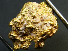COLLECTORS QUARTZ  GOLD NUGGET 8.9  GRAMS  LGN 322  australian gold nugget, kalgoorlie gold nugget gold and quartz specimen