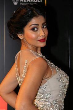 Filmi Masala: Shriya Saran Displays Her Sexy Figure In a Figure tight Dress.