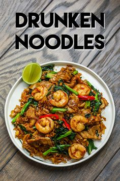 The BEST Drunken Noodles Recipe & Video - Seonkyoung Longest You've been waiting long enough for my drunken noodles recipe! The BEST Drunken Noodles recipe is right here no need to look around any more! Wok Recipes, Asian Noodle Recipes, Seafood Recipes, Asian Recipes, Cooking Recipes, Healthy Recipes, Ethnic Recipes, Noddle Recipes, Rice Noodle Recipes