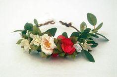 Couronne de fleurs  J&T accessories  ecru rouge et verte