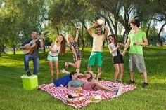 Если Вы планируете провести майские праздники в нашем отеле, мы рады будем предложить Вам заглянуть в Измайловский парк и посетить активный «Пикник в ожидании лета», на котором можно строить замки из песка, играть в подвижные игры на свежем воздухе, раскрашивать футболки, слушать музыку, учиться танцевать, заряжаться хорошим настроением и готовиться к лету.  Вход свободный. Начало в 12:00.