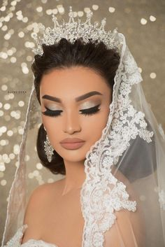 Shimmery cat eye makeup, tawny lips - All For Bride Hair Style Natural Wedding Makeup, Bridal Hair And Makeup, Bride Makeup, Wedding Hair And Makeup, Hair Makeup, Maquillage On Fleek, Maquillage Yeux Cut Crease, Wedding Looks, Bridal Looks