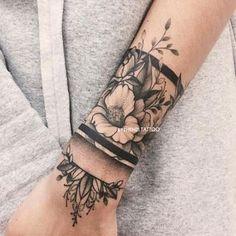 Hand Tattoos, Neue Tattoos, Forearm Tattoos, Flower Tattoos, Body Art Tattoos, Tatoos, Tattoo Ribs, Crown Tattoos, Star Tattoos