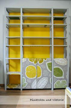 Schwedisches Regal wieder schön dank Farbe und Stoff / Swedish shelf made pretty again using paint and fabric
