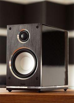 Quantum Edelstein Shelf loudspeaker, 2 way bass reflex