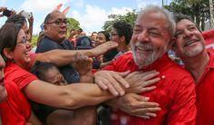 """Ex-presidente Luiz Inácio Lula da Silva afirmou que se a ex-presidente Dilma Rousseff cometeu um erro, foi o de conferir isenções bilionárias a empresas para manter a política de inclusão social e criar empregos, negando que sua sucessora ou o PT tenham """"quebrado"""" o país; Quando eles falam que a Dilma fez gastança demais, e não aparece um empresário para defender a Dilma, eles deveriam ter coragem de dizer que o grande equívoco da co"""