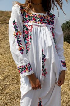 Beautiful Bohemian Super Pretty and Tons of FLOWERS Rare Long Sleeves Romantic Vintage Oaxacan Beauty Lovely DETAILED Hand Embroidered Flowers Classic Oaxacan Embroidery Crochet Detail Around Neck and