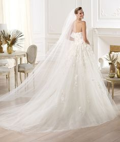 Beautiful dress by Elie Saab!  http://www.weddingthingz.com/1/post/2013/09/wedding-dress-wednesday-2014-elie-by-elie-saab.html