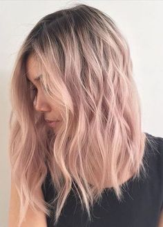 Are you looking for rose gold hair color hairstyles? See our collection full of rose gold hair color hairstyles and get inspired! Blond Rose, Cabelo Rose Gold, Medium Hair Styles, Short Hair Styles, Hair Medium, Plait Styles, Pastel Pink Hair, Rose Pink Hair, Ombre Rose Gold Hair