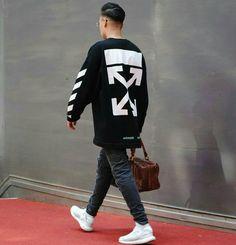 """773 Me gusta, 15 comentarios - @worldofstreetstyle en Instagram: """"Bussiness Hypebeast By @dariru.xi_"""" Best White Jeans, Best Street Outfits, Men Looks, Hypebeast, Casual Street Style, Look Cool, Streetwear Fashion, Street Wear, Menswear"""