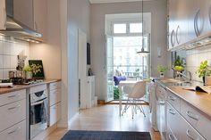 Világos lakás krémszínű falakkal és konyhával - otthonos és tágas, 102nm