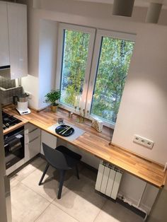 best small kitchen design ideas for your tiny space 36 Kitchen Layout, New Kitchen, Kitchen Decor, Kitchen Ideas, Decorating Kitchen, Kitchen Modern, Küchen Design, House Design, Design Ideas