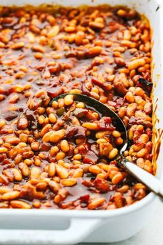 I am showing you how to make the best baked beans from start to finish. Making homemade baked beans is a lot easier than you think! Best Baked Beans, Homemade Baked Beans, Baked Bean Recipes, Chicken Recipes, Baked Beans From Scratch, Recipe From Scratch, Food Network Recipes, Cooking Recipes, Bacon