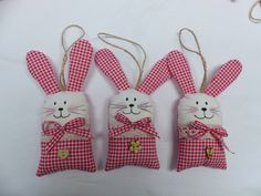 Felt Bunny, Easter Bunny, Felt Crafts, Easter Crafts, Hobbies And Crafts, Diy And Crafts, Textiles, Home Wedding, Artisanal