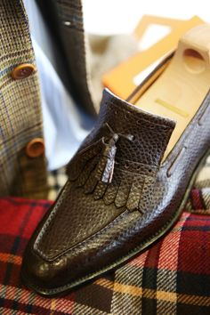 Welcome to Coccinella, Bespoke Salon in Osaka Japan Roberto Ugolini Bespoke… Slip On Shoes, Men's Shoes, Shoe Boots, Dress Shoes, Dress Loafers, Penny Loafers, Loafers Men, Derby, Tassel Loafers