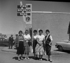 Ladies in downtown Roosevelt Utah, 1960 (love the fellows in the background too, not to mention the bank sign).