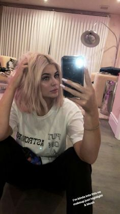 See Kendall jenner outfits, Jenners y Stars fashion. Kylie Jenner Snapchat, Kylie Jenner Fotos, Trajes Kylie Jenner, Kylie Jenner Hair, Looks Kylie Jenner, Kylie Jenner Instagram, Kylie Jenner Pictures, Kylie Jenner Outfits, Kylie Jenner Style