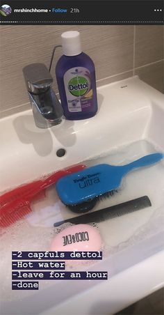 Mrs Hinch has the BEST hack for cleaning your hairbrushes - and we can't wait to., Mrs Hinch has the BEST hack for cleaning your hairbrushes - and we can't wait to try it hinch cleaning tips Mrs Hinch has the BEST hack for clean. Deep Cleaning Tips, House Cleaning Tips, Cleaning Solutions, Spring Cleaning, Cleaning Hacks, Diy Hacks, Cleaning Products, Homemade Toilet Cleaner, Clean Baking Pans