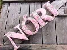NÓRIegyedileg díszített polisztirol habbetűk igény szerinti színvilággal és egyéni/egyedi stílusban rendelhetők.  A betűk 19cm magasak és a 3cm szélesek. #### name, letters handmade purple, lavender , baby, gift ,név, betűk, kézzel készült, lila, levendula, bébi, ajándék..., name, letters, handmade, pink, rosevintage, baby, gift  NÓRI, betűk, kézzel készült, pink, rózsás, rózsaszín, vintage, baba, ajándék