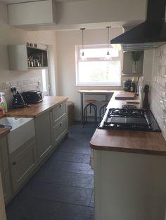 Howdens Burford Grey kitchen.  Metro tile.