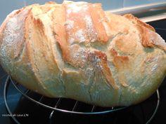 Pan casero 500 gr de harina 18 gr de sal 4 cucharadas de aceite de oliva 7 gr de levadura liofilizada de panadero o ( 25 gr levadura fresca de panadero ) 2 c. Biscuit Bread, Pan Bread, Empanadas, Easy Cooking, Cooking Recipes, Pan Rapido, Tapas, Healthy Bread Recipes, Salty Foods