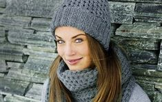 Ihanilla neuleasusteilla kruunaat syksyisen tai keväisen tyylin. Helppo ohje takaa onnistumisen myös aloittelevilta neulomisen harrastajilta! Diy Accessories, Decorative Accessories, Knit Or Crochet, Crochet Hats, Hats For Men, Hat Men, Knitted Hats, Sewing, Knitting
