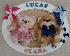Quadro Porta Maternidade Gêmeos Twin Babies, Twins, Felt Crafts, Diy And Crafts, Our Baby, Cute Pictures, Teddy Bear, Cornice, Baby Things