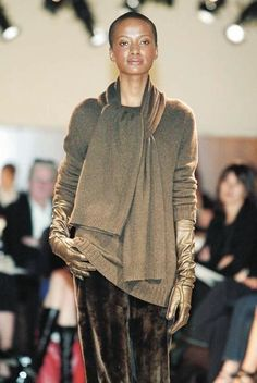 Hermès by Martin Margiela, combining gold tones with black. Feminine and empowered