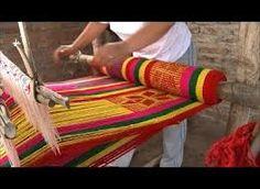 trabajando en telar, artesanias de provincia de Jujuy, Argentina