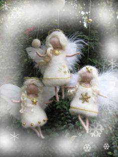 Ange de laine à feutrer aiguille en blanc et or