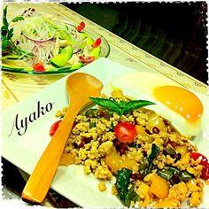 600投稿目のメニューは、今まで投稿したお料理の中で、1番もぐもぐを頂いたガパオを作ってみました(*^^*) いつも、ありがとうございます♡ - 242件のもぐもぐ - ガパオ(鶏ひき肉のバジル炒め)、ヤムウンセン(タイ風春雨サラダ) by ayako1015