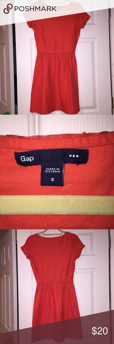 Cute Gap dress Very cute casual dress! Size S, pretty orange color, cinched at waist and very flattering Gap Dresses