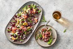 Kijk wat een lekker recept ik heb gevonden op Allerhande! Quinoa-geitenkaassalade met rode biet & parmaham Steaks, Vinaigrette, Quinoa, Ham, Tacos, Healthy Recipes, Healthy Food, Mexican, Cooking