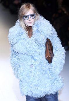 Muito pelo e estampado animal é o que dita a Gucci como moda para o outono/inverno 2014/15. As propostas foram apresentadas na Semana de Moda de Milão.