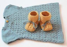 Holder på å strikke denne til  kommende tante-baby :) Kjempesøt!