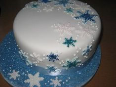 Top 10 Mouth-watering Christmas Cake Decorations 2018 – Do you want to find some good decoration ideas for your Christmas cake? Preparing a special cake for Christmas is common in various countries around t… – – Christmas Cake Designs, Christmas Cake Decorations, Christmas Cupcakes, Holiday Cakes, Christmas Desserts, Christmas Treats, Christmas Design, Xmas Cakes, Chocolate Decorations