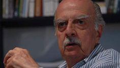 """GARCIA LUPO: UNO DE LOS MAS RELEVANTES PERIODISTAS ARGENTINOS   A los 84 años murió Rogelio García Lupo El periodista de investigación y escritor tenía 84 años y falleció en la clínica de la Trinidad donde estaba internado. Culto afable irónico """"Pajarito"""" como se lo solía llamar cultivó un estilo y mantuvo una ética sobre la profesión que le dio el reconocimiento de sus lectores y el respeto de sus colegas y compañeros. Fue uno de los primeros redactores de Prensa Latina y en el 2007 su…"""