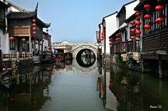 """Water canals of de 2500 year old city of Suzhou de """"Venice of the Orient"""", located in de southeast of Jiangsu Province in Eastern China"""