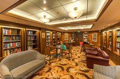 Também existe uma aconchegante biblioteca.
