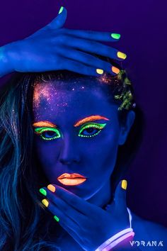 Body Painting - Extreme Styling - Henna Body Art Makeup photography ideas lighting super ideas K Uv Makeup, Dark Makeup, Neon Photography, Makeup Photography, Photography Ideas, Sombra Neon, Neon Face Paint, Neon Birthday, Colorful Makeup