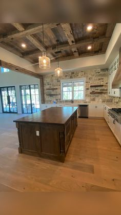 Rustic Kitchen Design, Farmhouse Style Kitchen, Home Decor Kitchen, Home Kitchens, Kitchen Ideas, Modern Rustic Kitchens, Craftsman Style Kitchens, Country Modern Home, Barn Kitchen
