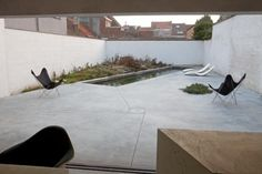 Beautiful clean simple lines, pattern given by concrete casting lines Landscape And Urbanism, Landscape Design, Garden Design, Abstract Landscape, Small Gardens, Outdoor Gardens, Outdoor Rooms, Outdoor Living, Small Patio