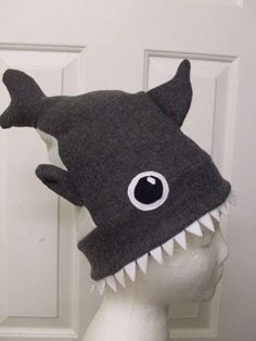DIY Shark Hat (sewing machine requires) for toddler boys- but I'm pretty sure my boyfriend will want one when he sees this.